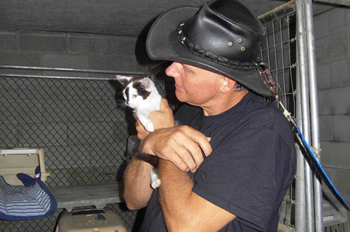 "Turtleman (Ernie Brown, Jr.) rescues one of Sue Craig's cats from the dubbed ""Cat Burglar."""