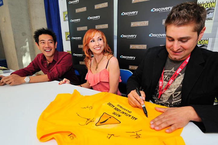 Grant, Kari and Tory met, took photographs with and signed items for fans for more than an hour.