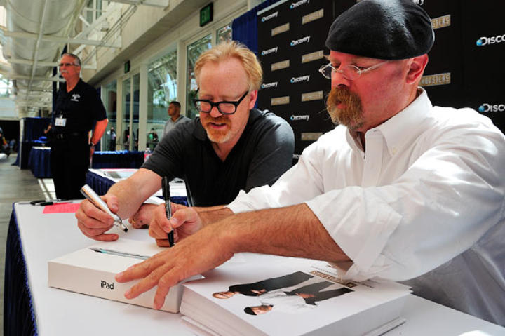 Adam Savage and Jamie Hyneman sign the iPads from this year's