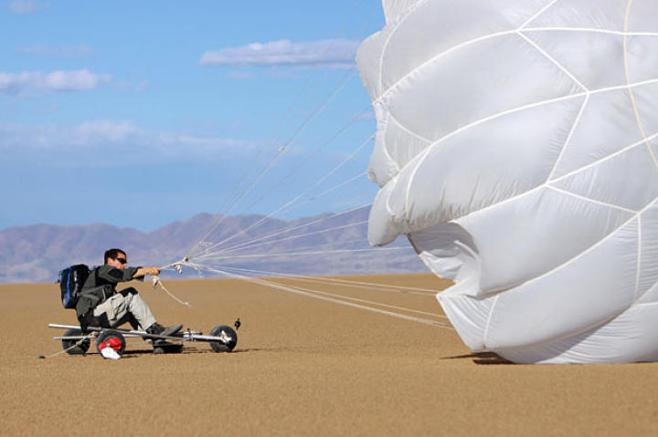 Using his reserve parachute and an improvised buggy, Bear Grylls tries to reserve energy and avoid unnecessary dehydration by using the wind to propel him across a dry lake bed in Arizona.