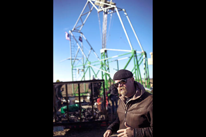 Jamie Hyneman explains the engineering behind the chunkin of punkins. The competition divisions include air cannon, centrifugal, human power, torsion and trebuchet.