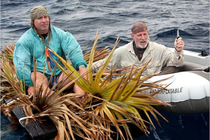 Drawing on the two different cultures that inspire their survival strategies, Cody sets sail in a handmade raft made of driftwood, palm fronds and rope. Dave chooses a more conventional craft although it's hardly much more shark proof.