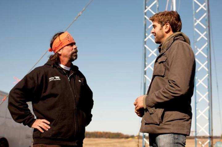 Tory Belleci stops to chat with a Chunk competitor.
