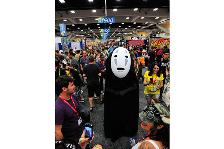 Adam Savage went incognito on the Comic Con floor as the character No-Face from Hayao Miyazaki's animated film,