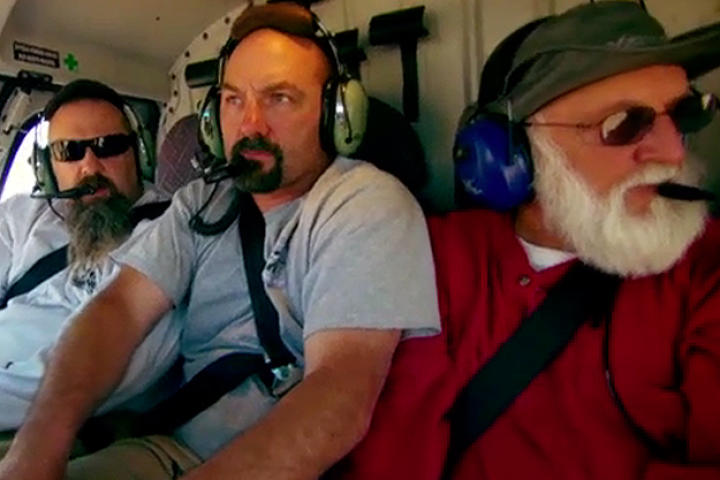 The Hoffman Crew drives deep into the desert and begin to wonder how anyone could possibly mine there with no water. But Todd's contact has promised to meet him and that there is gold to be found. The Crew is surprised when their contact arrives by helicopter and takes them to a location on the beach.