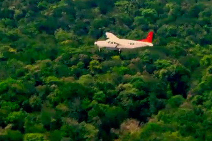 The Hoffman Crew flies over the dense forests to get to Guyana, what could be their last hope for gold in South America.