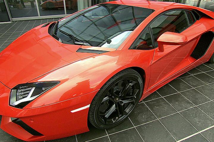 lamborghini factory photos how its made dream cars velocity. Black Bedroom Furniture Sets. Home Design Ideas