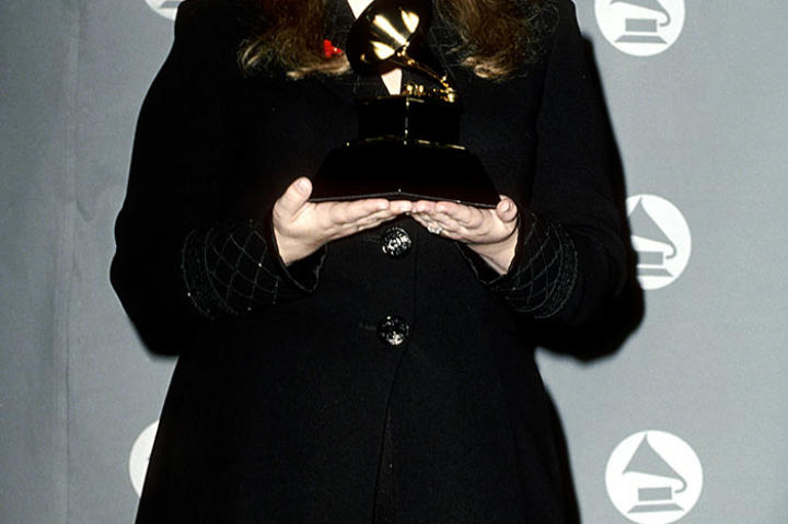 "In 1995 Yearwood won her first Grammy for a duet with R&B artist Aaron Neville. Their recording of ""I Fall to Pieces"" won in the category of Best Country Collaboration with Vocals."
