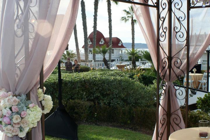 California bride Alexis had her wedding in Coronado.