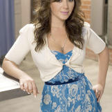 """Leah strikes a pose at a publicity shoot from """"The King of Queens"""
