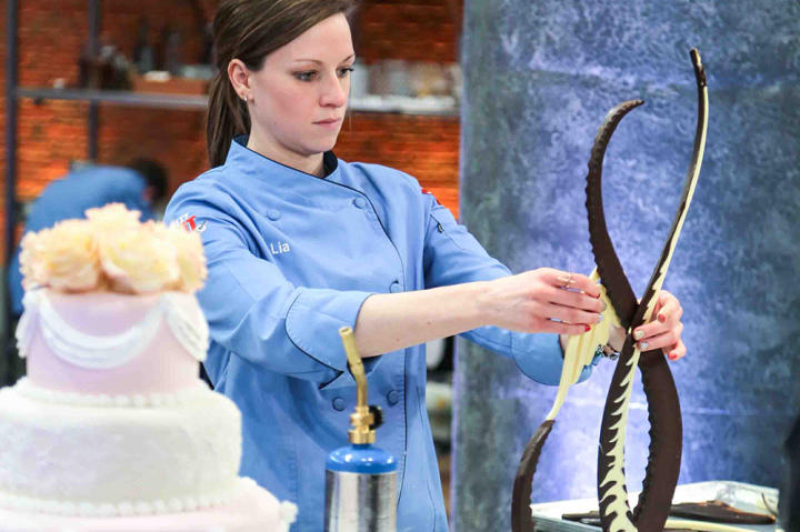 Lia tries her best to make a chocolate centerpiece, a skill she hasn't perfected in her career.