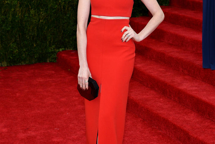 Rocking the trend of the night -- a bare midriff -- actress Anne Hathaway went for simple elegance in this red Calvin Klein creation.