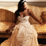 Miranda poses for a portrait in her dream gown -- a slim-fitting merma