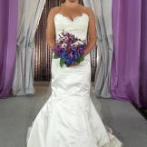Kelly looked like bridal perfect from head to hem! Her low, asymmetric