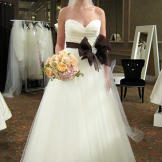 In a tulle ball gown with sweetheart neck, Heather projected a conserv