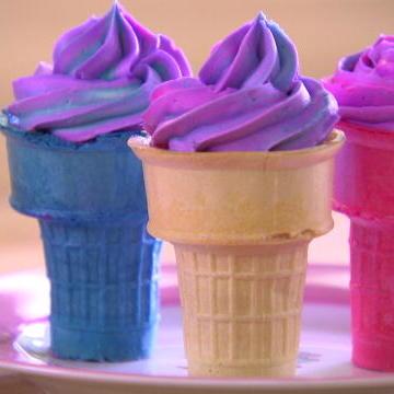 Sofia Makes Ice Cream Cone Cupcakes