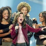 """20-year-old Kelly Clarkson sings """"A Moment Like This"""" as win"""