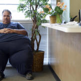 At 693 pounds, Chuck finds everyday tasks to be challenging. Because o