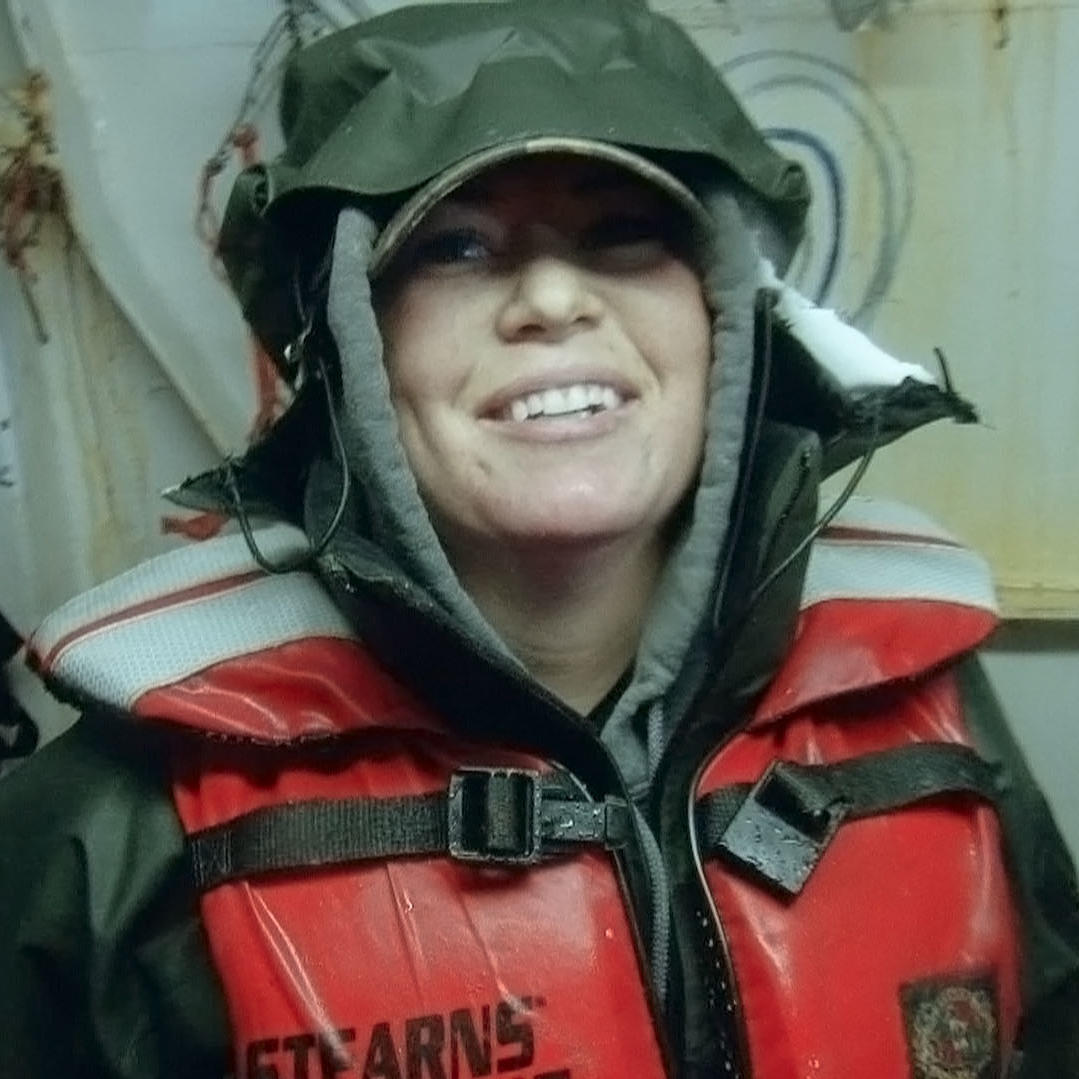 Greenhorn Amy Majors Gets Plunged into Crabbing