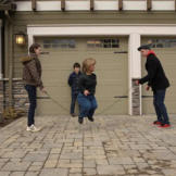 Amy Roloff jumps rope in the driveway with the help of her kids Molly,
