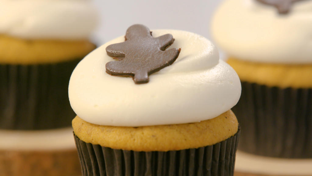 Pumpkin Spice Cupcakes with Maple Cream Cheese Frosting | DC Cupcakes ...