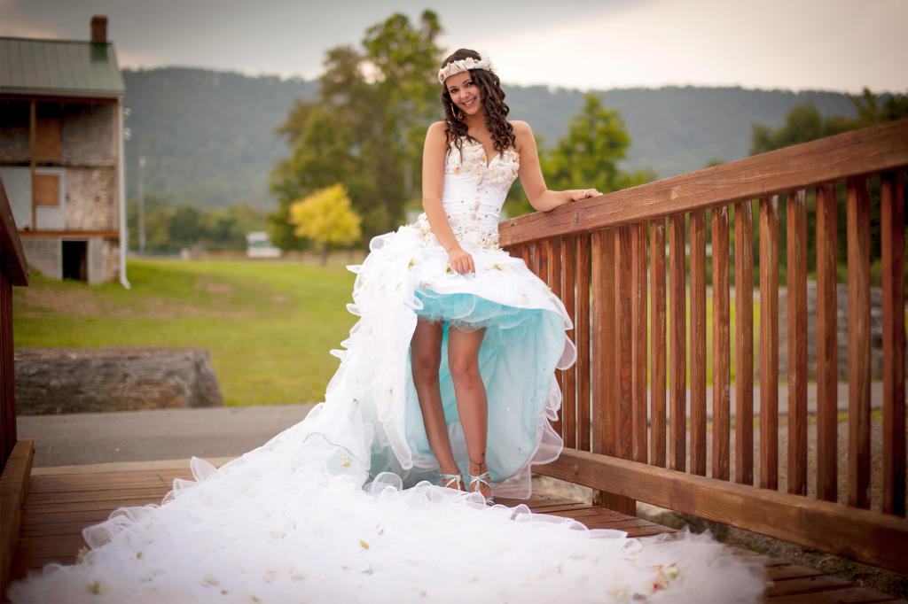 Matrimonio Gipsy Puntate : Lakeside wedding and electric blue election pictures my