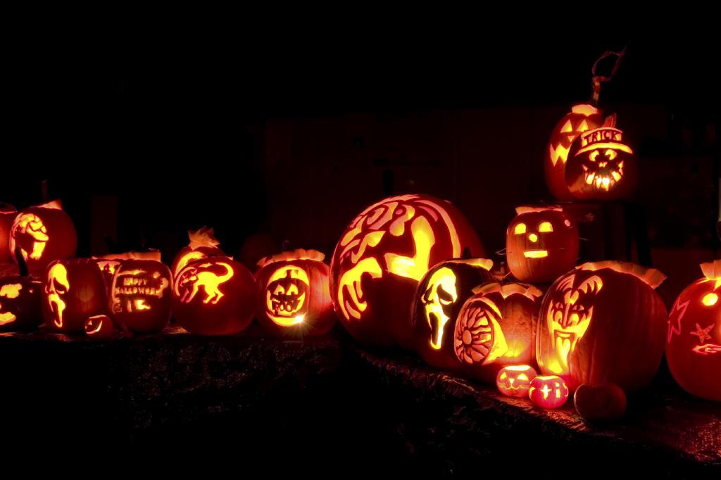 5 Fun And Spooky Pumpkin Carving Stencils Tlcme Tlc