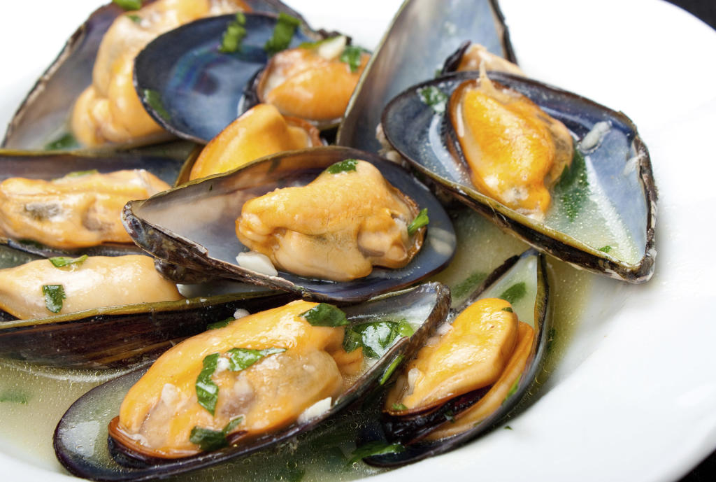 Mussels Steamed in White Wine and Thyme | Take Home Chef | TLC