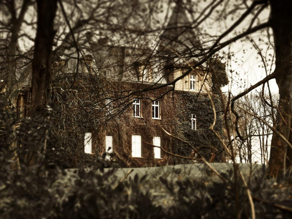 7 signs your house might be haunted the hauntist destination america. Black Bedroom Furniture Sets. Home Design Ideas