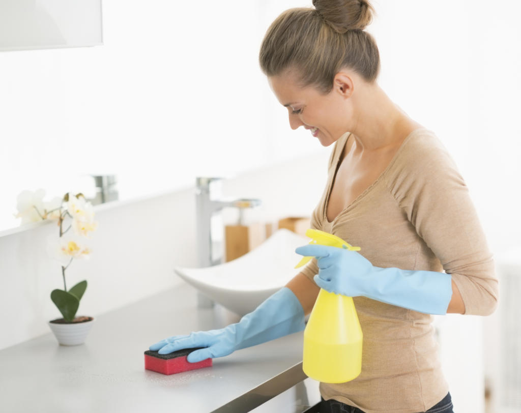 9 Fast Easy Fuss Free Ways To Tackle A Dirty Bathroom TLCme TLC