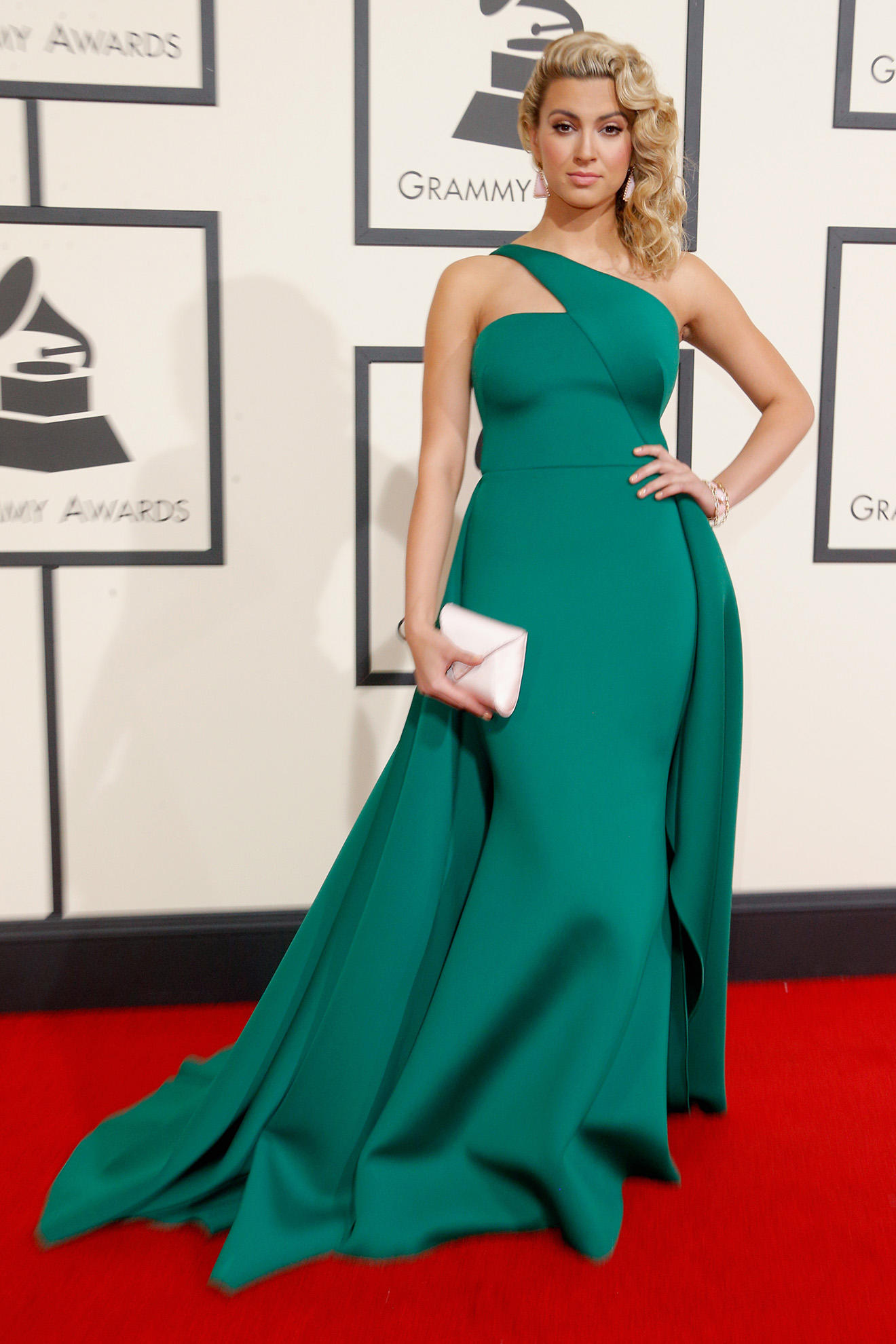 The 20 Most Beautiful Looks on the 2016 Grammy Awards Red Carpet ...