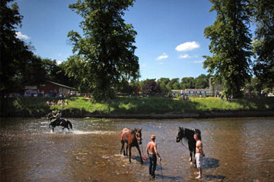 There's more to gypsy culture than flashy celebrations. We'll take a look at a various groups of gypsies throughout history -- and we'll start with a modern depiction of gypsy life. Here, travellers wash their horses before they're sold at the Appleby Horse Fair in England.